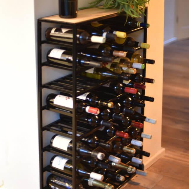 Strak, minimalistisch wijnrek van staal
